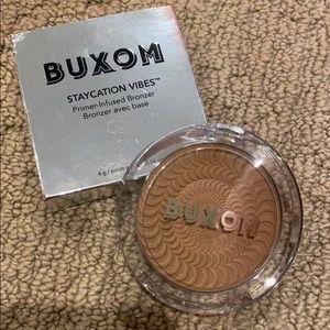 BNIB BUXOM primer infused bronzer